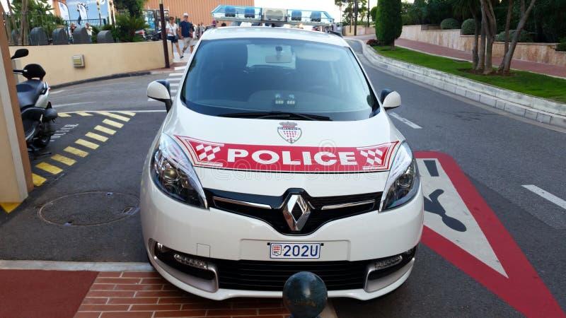 Περιπολικό της Αστυνομίας του Μονακό που σταθμεύουν στην οδό, μπροστινή άποψη στοκ εικόνα