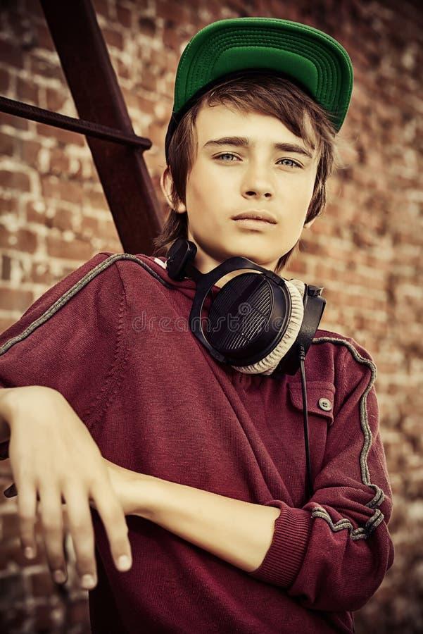 Περιστασιακός έφηβος ύφους στοκ φωτογραφία