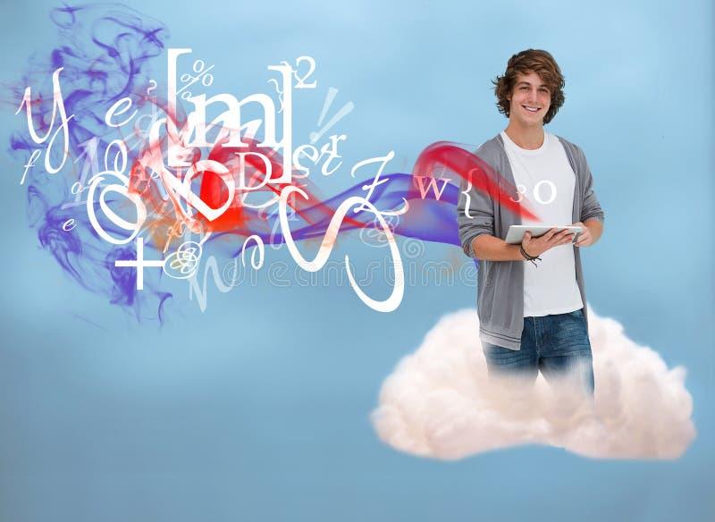 Περιστασιακός νεαρός άνδρας που χρησιμοποιεί την ταμπλέτα για να συνδέσει με τον υπολογισμό σύννεφων ελεύθερη απεικόνιση δικαιώματος