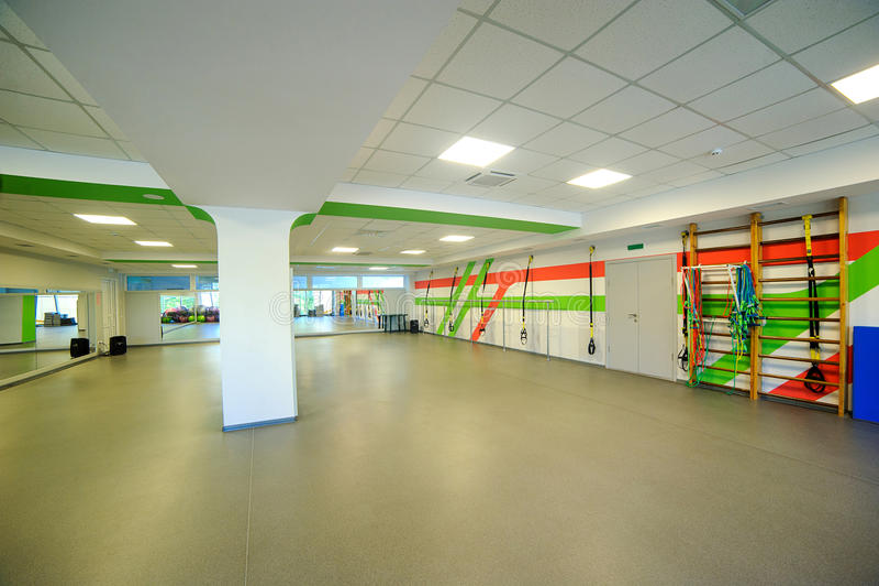 Περιστρεφόμενο δωμάτιο γυμναστικής ποδηλάτων άσκησης αερόμπικ στοκ φωτογραφία
