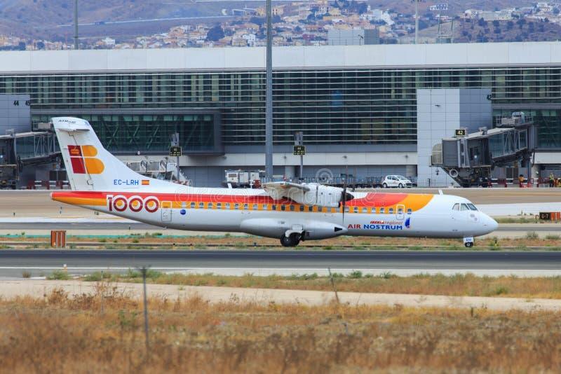 Περιφερειακό να μετακινηθεί με ταξί αεροπλάνων του Iberia στοκ εικόνα