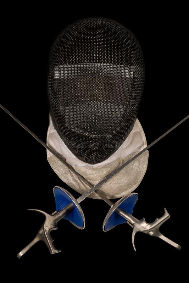 Περιφράζοντας εξοπλισμός φύλλων αλουμινίου που απομονώνεται στο Μαύρο στοκ φωτογραφία