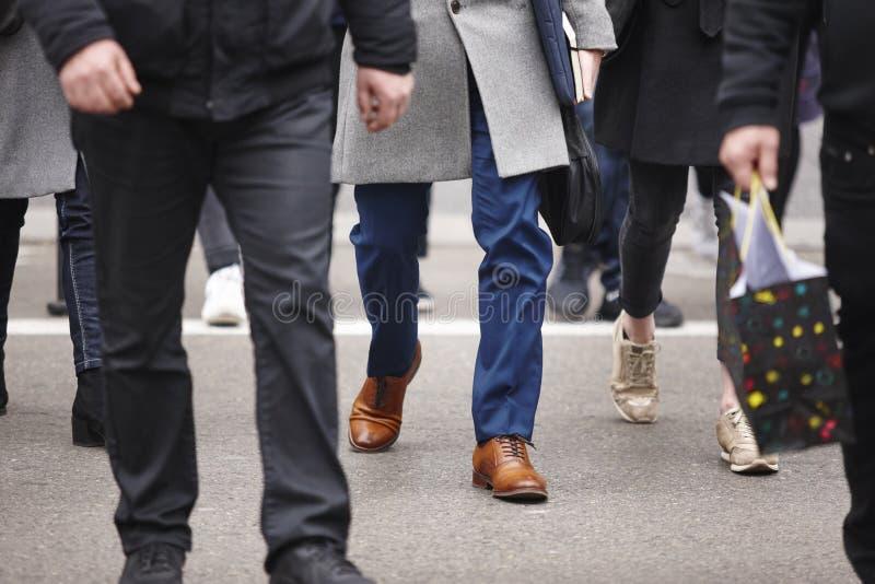 περπάτημα ανθρώπων πόλεων Αστικός περιβαλλοντικός βιασύνη ώρας στοκ φωτογραφία