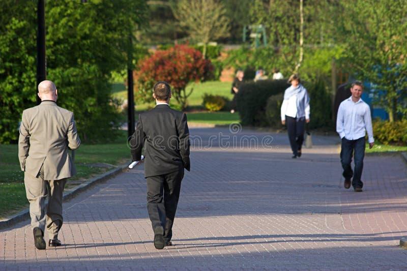 περπάτημα ανθρώπων στοκ εικόνες με δικαίωμα ελεύθερης χρήσης