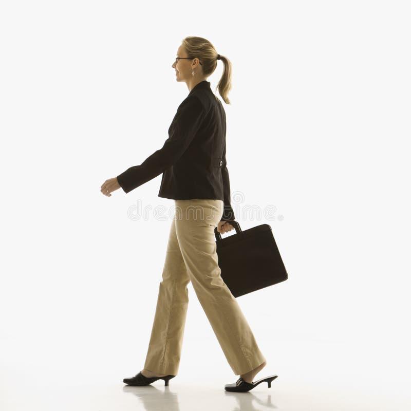 περπάτημα επιχειρηματιών στοκ εικόνες με δικαίωμα ελεύθερης χρήσης