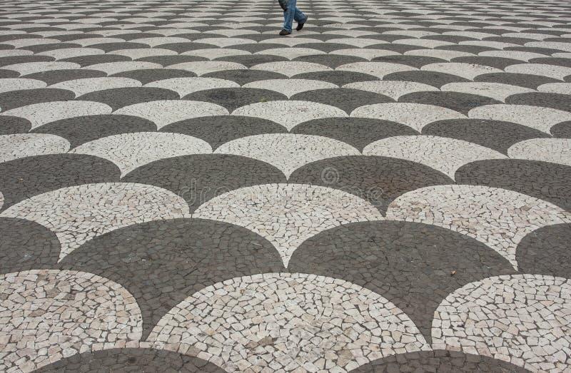 Περπάτημα μεταξύ των κυμάτων στοκ φωτογραφία