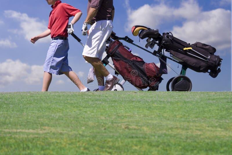 περπάτημα παικτών γκολφ στοκ εικόνες
