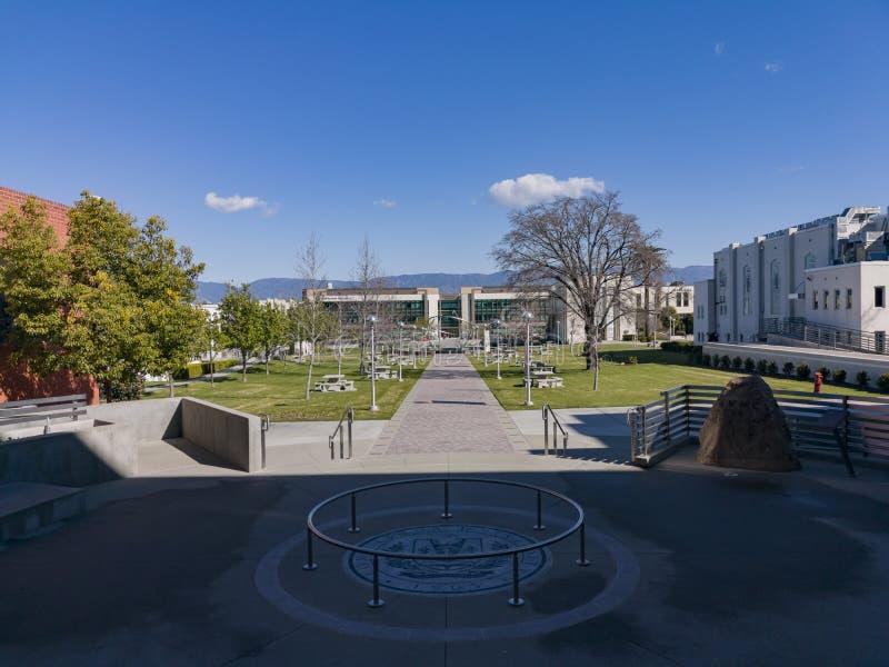 Περπάτημα στο Loma Linda πανεπιστήμιο στοκ φωτογραφίες με δικαίωμα ελεύθερης χρήσης
