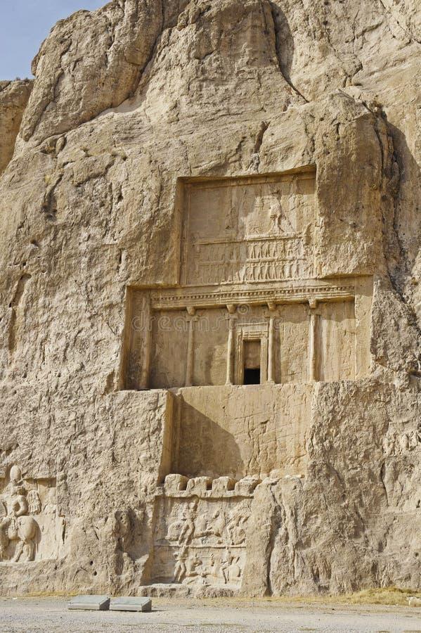 Περσική αρχαία νεκρόπολη Persepolis naqsh-ε Rustam στην αρχαία ιρανική ανακούφιση βράχου του Ιράν επαρχιών Fars στοκ εικόνα με δικαίωμα ελεύθερης χρήσης