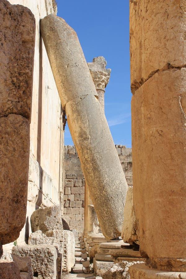 Πεσμένη Ρωμαϊκή στήλη παραμένει από το Ναό του Βάκχου, Baalbek, Λίβανος 2 στοκ εικόνες με δικαίωμα ελεύθερης χρήσης