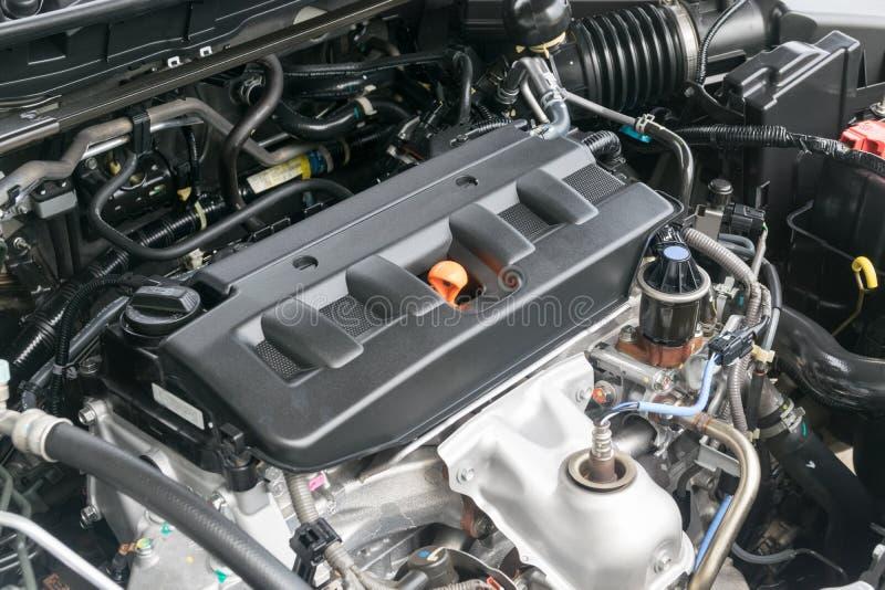 Πετρέλαιο ΚΑΠ σε μια αυτοκινητική μηχανή στοκ εικόνα με δικαίωμα ελεύθερης χρήσης