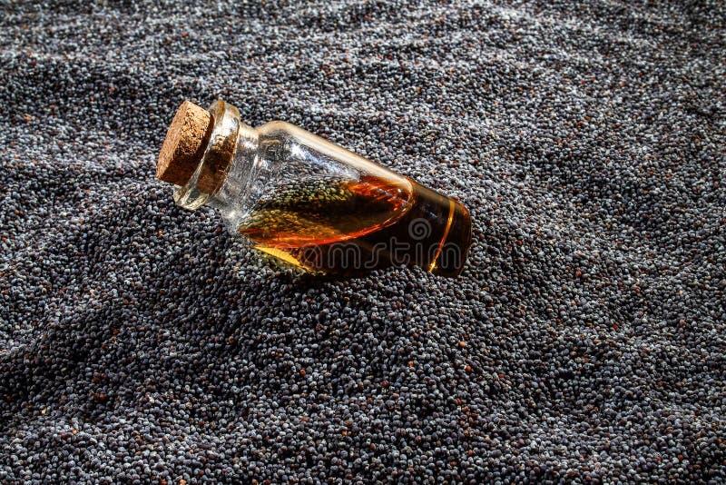 Πετρέλαιο σπόρου παπαρουνών στοκ φωτογραφίες