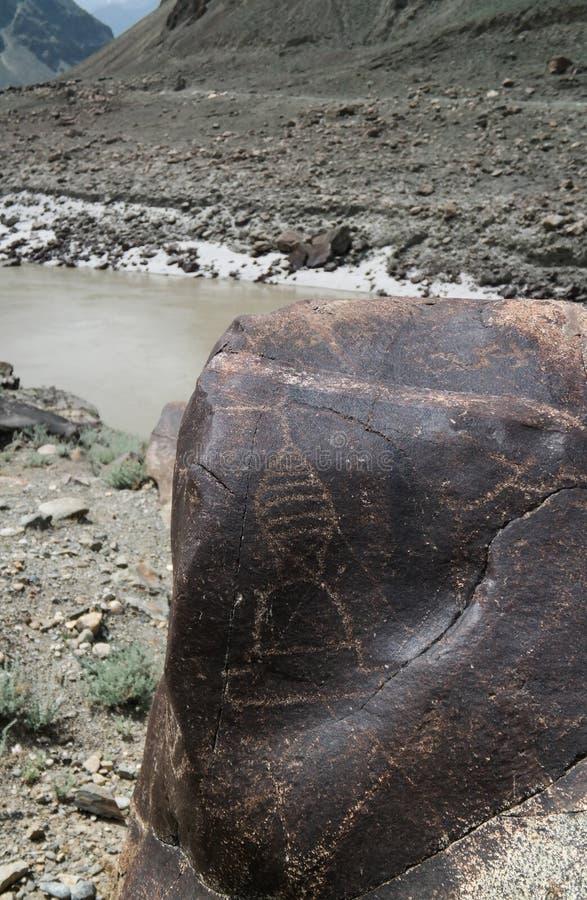 Πετρογλύφοι στην όχθη του ποταμού Ινδού, Gilgit-Baltistan Πακιστάν στοκ εικόνα με δικαίωμα ελεύθερης χρήσης