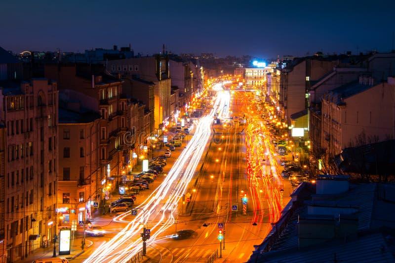 Πετρούπολη Ρωσία ST Άποψη νύχτας της προοπτικής Ligovsky στοκ εικόνες