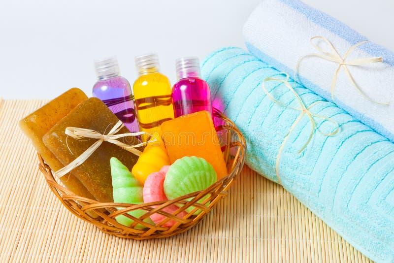 Πετσέτες, πηκτώματα σαπουνιών και ντους στοκ εικόνες