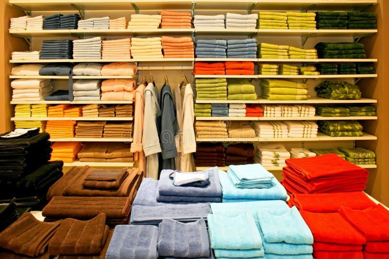 πετσέτες ραφιών στοκ φωτογραφίες