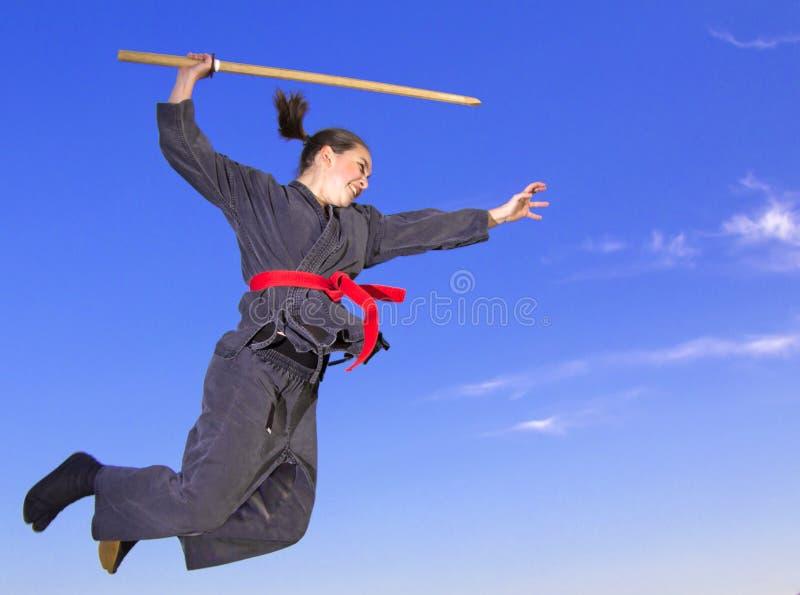 πετώντας γυναίκα ninja katana στοκ φωτογραφία