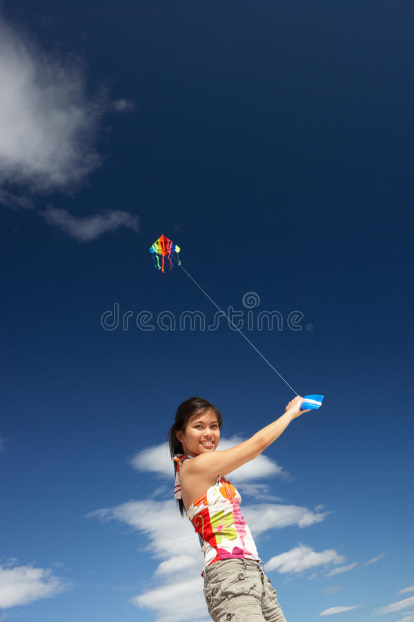 πετώντας ικτίνος κοριτσι στοκ φωτογραφία