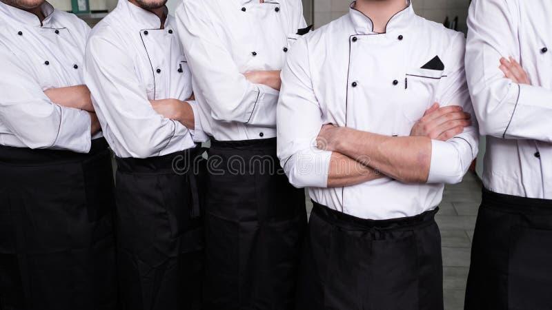 Πετώντας μαγειρεύοντας κουζίνα ατόμων ανταγωνισμού βέβαια στοκ εικόνα με δικαίωμα ελεύθερης χρήσης