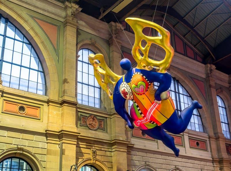 Πετώντας μπαλόνι αγγέλου στο σταθμό της Ζυρίχης στοκ εικόνες