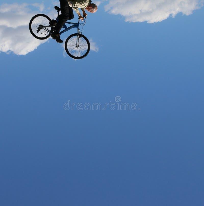 Πετώντας ποδήλατο στοκ εικόνες με δικαίωμα ελεύθερης χρήσης