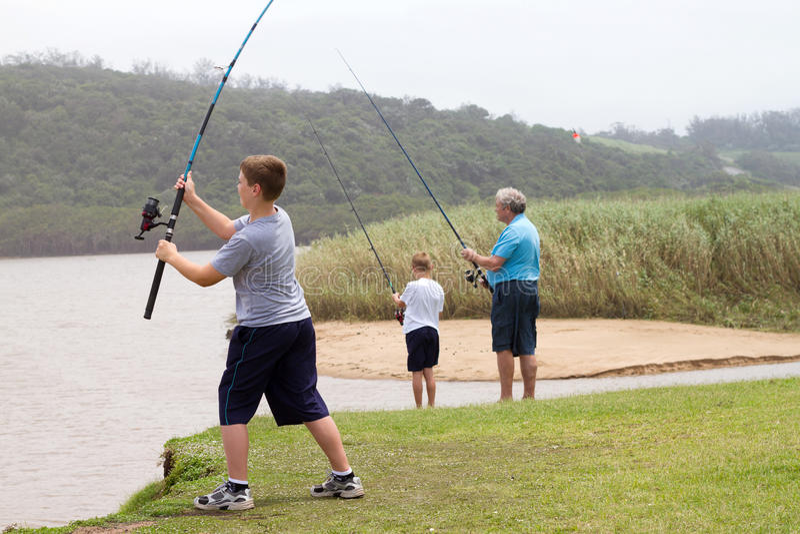 Πετώντας ράβδος αλιείας αγοριών στοκ φωτογραφία με δικαίωμα ελεύθερης χρήσης