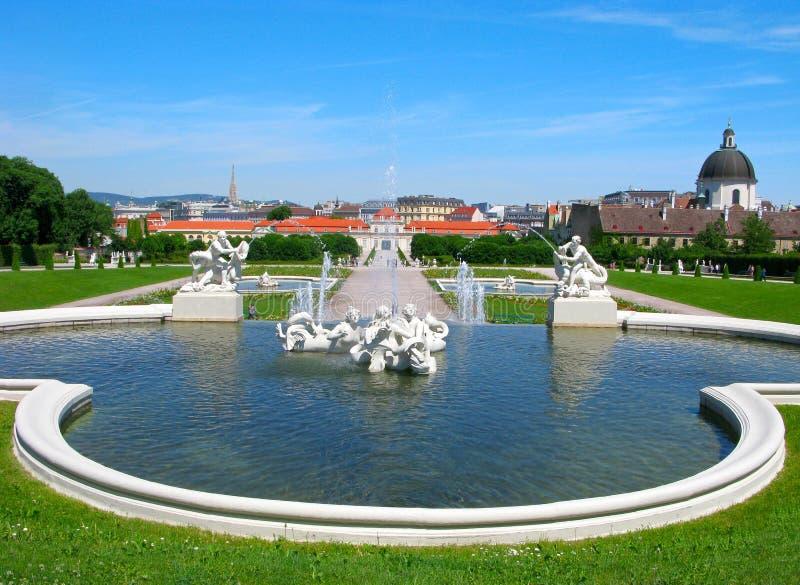 Πηγές, πανοραμικός πυργίσκος πάρκων στη Βιέννη στοκ φωτογραφία με δικαίωμα ελεύθερης χρήσης