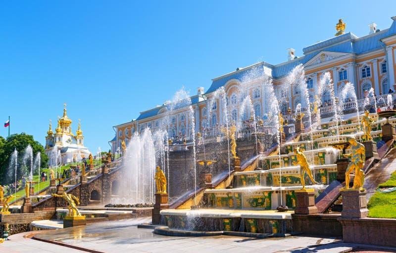 Πηγές στο παλάτι Peterhof, Άγιος Πετρούπολη, Ρωσία στοκ φωτογραφία με δικαίωμα ελεύθερης χρήσης