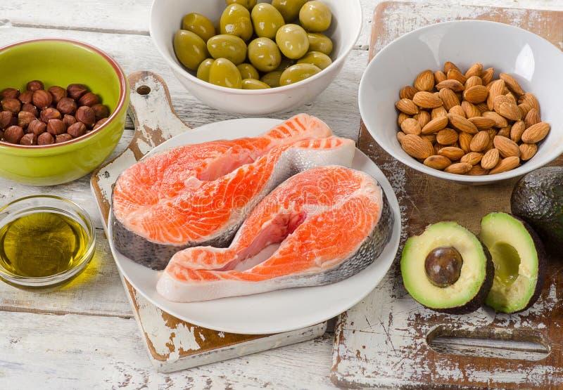 Πηγές τροφίμων ακόρεστων λιπών κατανάλωση σιτηρεσίου στοκ εικόνα