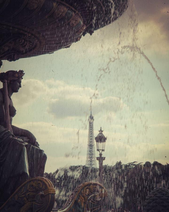 Πηγή από & x22 Λα Concorde& x22  , άγαλμα, και πύργος του Άιφελ στοκ εικόνες