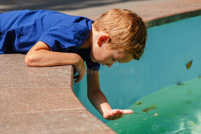 Πηγή διασκέδασης θερινών παιδιών νερού, πόλη ευτυχίας στοκ εικόνες με δικαίωμα ελεύθερης χρήσης