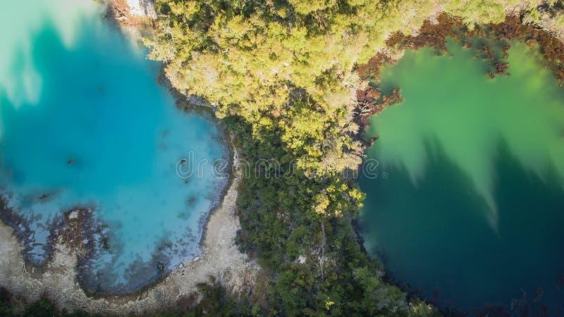 Πηγή ζεστού νερού που βλέπει από τον κηφήνα στοκ φωτογραφίες με δικαίωμα ελεύθερης χρήσης