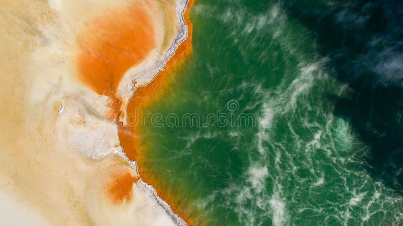 Πηγή ζεστού νερού που βλέπει από τον κηφήνα στοκ φωτογραφία με δικαίωμα ελεύθερης χρήσης