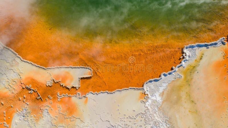 Πηγή ζεστού νερού που βλέπει από τον κηφήνα στοκ φωτογραφία