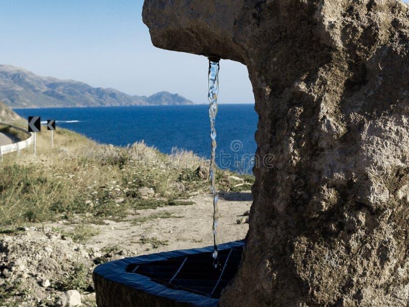 Πηγή και πέτρα νερού στοκ φωτογραφίες με δικαίωμα ελεύθερης χρήσης