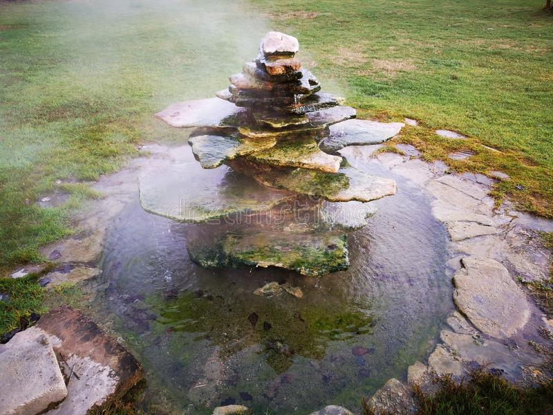 Πηγή με το καυτό θερμικό νερό στοκ εικόνες