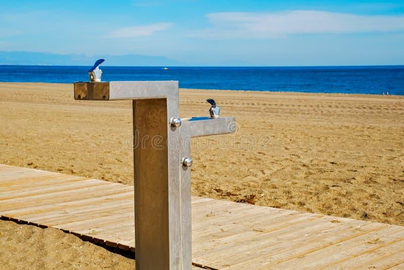Πηγή νερού για την κατανάλωση στην παραλία στοκ εικόνα με δικαίωμα ελεύθερης χρήσης
