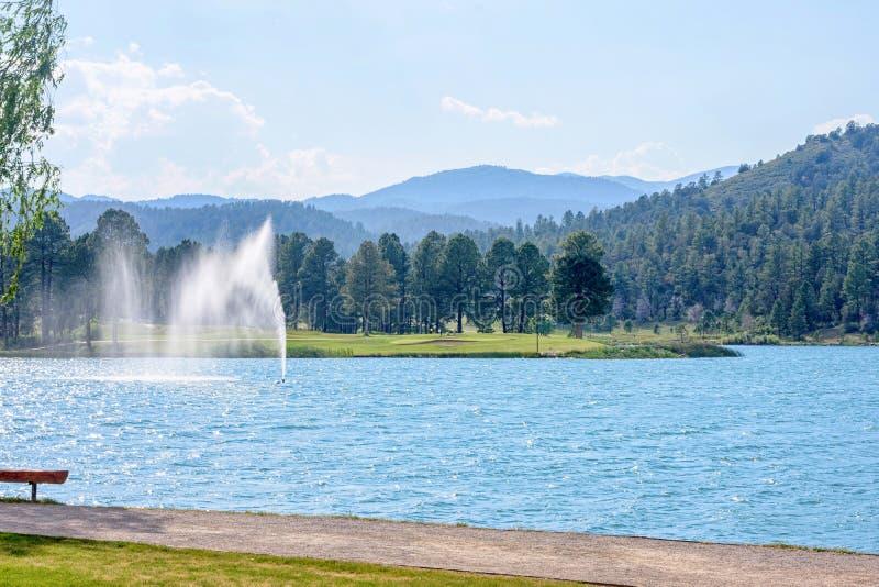 Πηγή νερού στο πάρκο Ruidoso στοκ φωτογραφίες
