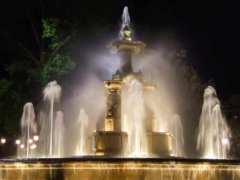 Πηγή στη νύχτα, Γρανάδα στοκ εικόνες