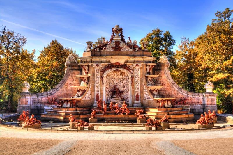 Πηγή στους κήπους παλατιών του Λα Granja de SAN Ildefonso, Segovia, Καστίλλη και Leon, Ισπανία στοκ φωτογραφία