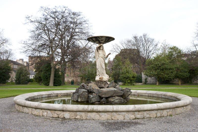 Πηγή στους κήπους Iveagh, Δουβλίνο στοκ εικόνες με δικαίωμα ελεύθερης χρήσης