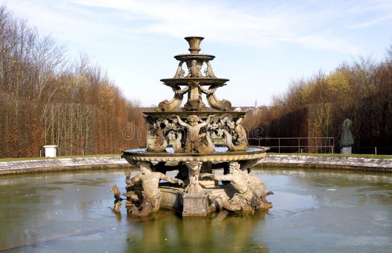 Πηγή του παλατιού των Βερσαλλιών στοκ εικόνες με δικαίωμα ελεύθερης χρήσης