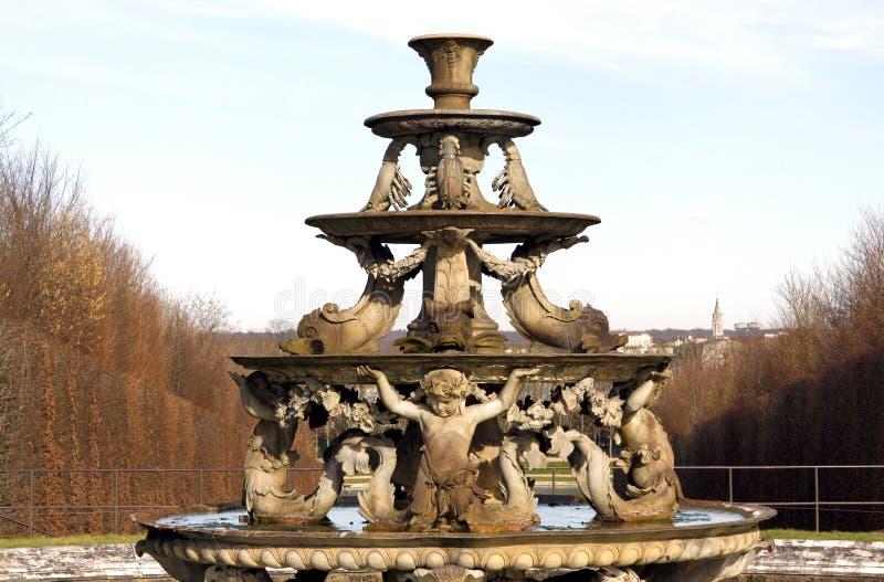 Πηγή του παλατιού των Βερσαλλιών στοκ εικόνες