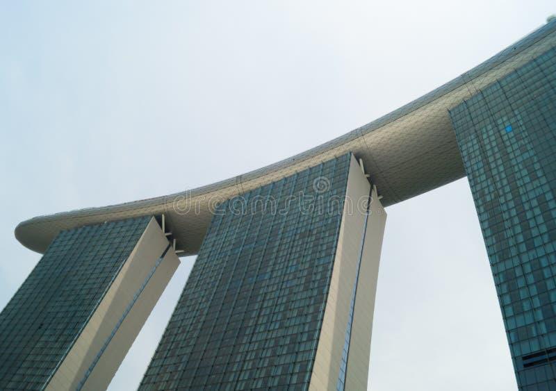 Πηγή του πύργου κόλπων μαρινών την ημέρα στη Σιγκαπούρη στοκ φωτογραφία με δικαίωμα ελεύθερης χρήσης