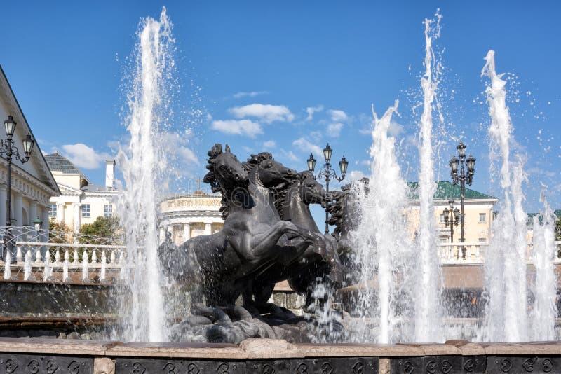 Πηγή Four Seasons στον κήπο Alexandrovsky στη Μόσχα, Ρωσία στοκ εικόνα