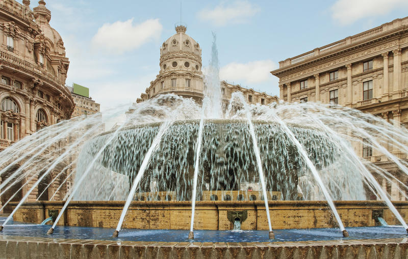 Πηγή Piazza de Ferrari στοκ εικόνα με δικαίωμα ελεύθερης χρήσης