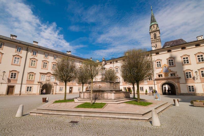 Πηγή StPeter Petersbrunnen στο δικαστήριο του αβαείου του ST Peter στο Σάλτζμπουργκ, Αυστρία στοκ εικόνα