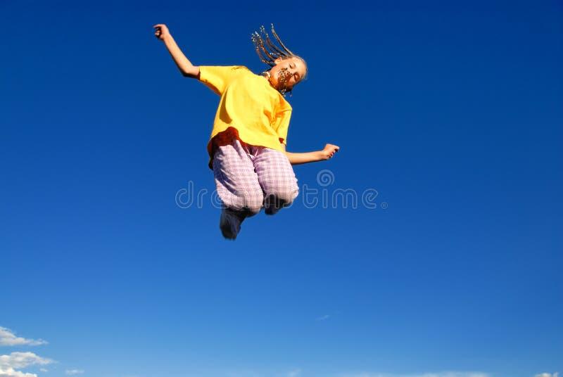 πηδώντας έφηβος κοριτσιών &a στοκ εικόνες