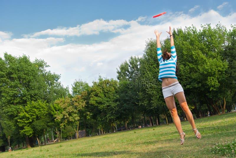 πηδώντας υπαίθριες νεολ& στοκ εικόνες με δικαίωμα ελεύθερης χρήσης