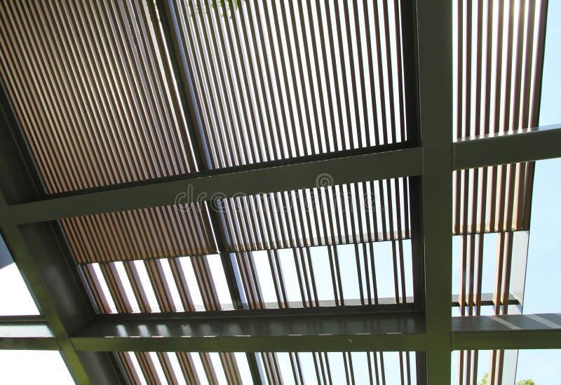 Πηχάκι που στηρίζεται ξύλινο στη δομή μετάλλων στοκ εικόνες με δικαίωμα ελεύθερης χρήσης